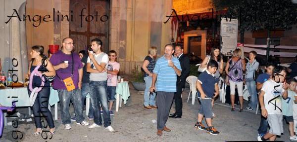 """MOMENTO-DI-FESTA-DELLA-MANIFESTAZIONE-DI-FINE-ANNO-CALCISTICO-DENOMINATA-""""-TOPO-GIGIO-2011-"""".jpg"""